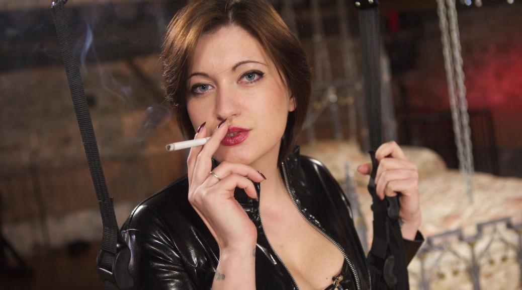 Strapon Mistress Gabriella, smoking fetish, domination allwhites, menthol, mistress sextoy, strapon