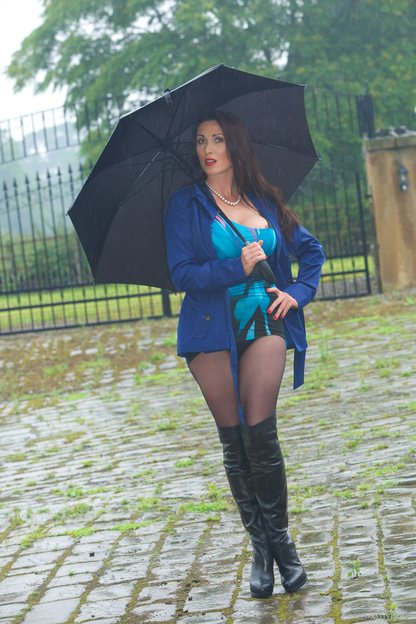 wet boots, Miss Hybrid outdoors, pantyhose