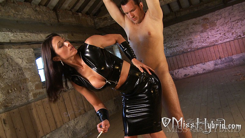 Latex revenge, Miss Hybrid, dungeon