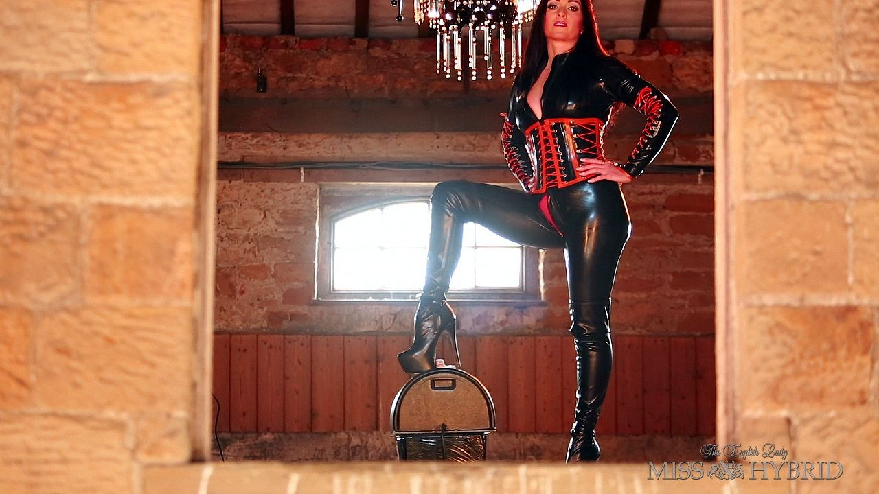 Sybian latex mistress, Miss Hybrid, boots, catsuit
