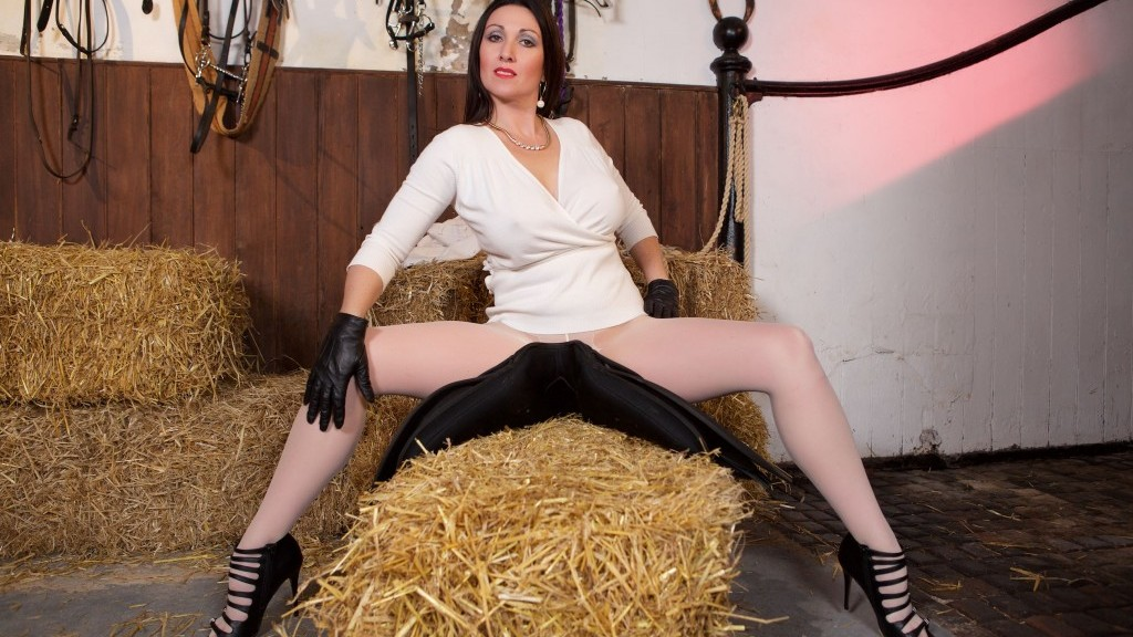 Jodhpurs High Heels, Miss Hybrid, leather gloves, Hitachi magic wand, chaining